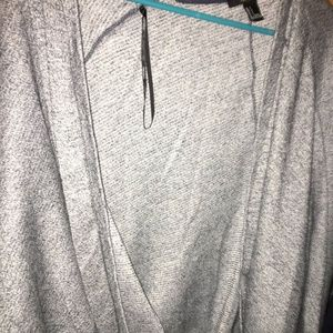 FOREVER 21 THICK AND WARM CARDIGAN SIZE S RUNS BIG